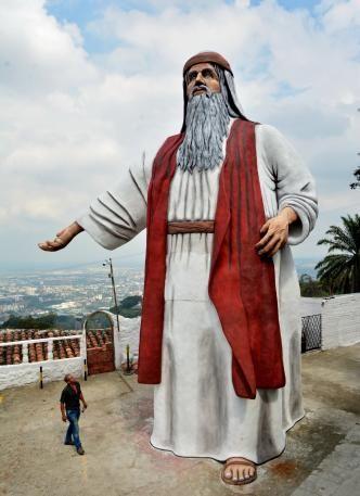 Un 'Noé' de 12 metros de altura fue instalado en la vía a Cristo Rey