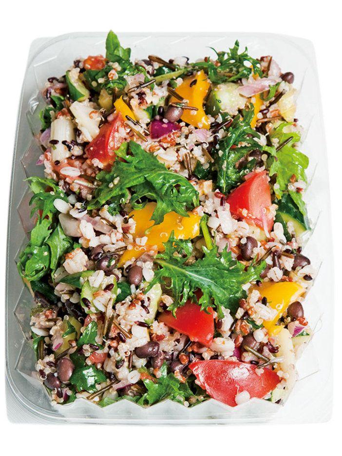 雑穀には、カラフルな野菜を合わせて華やかに。これだけでランチになりそうな東京・青山の人気デリ「シティショップ」の定番メニュー。|『ELLE a table』はおしゃれで簡単なレシピが満載!