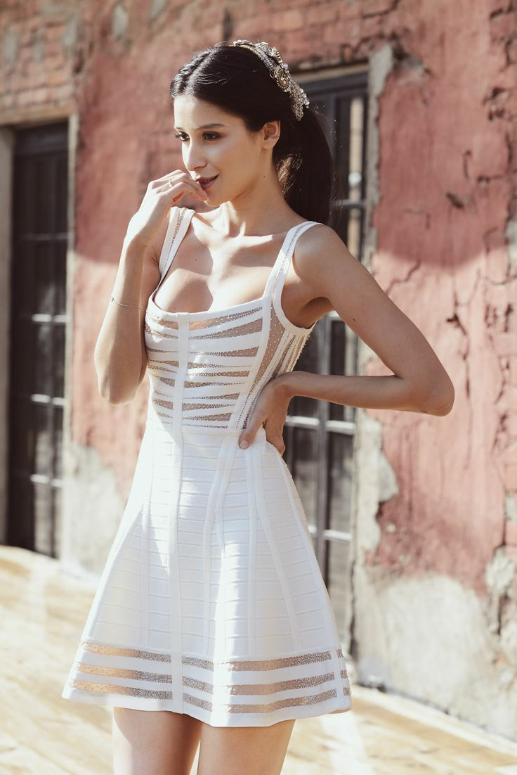 White flowy dress tumblr