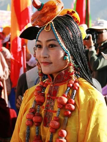 #Tibet Woman in traditional clothes