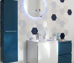 On laisse libre court à sa créativité en posant de manière irrégulière ces carreaux de carrelage hexagonaux. Le résultat : un décor totalement personnel et dans l'air du temps. http://www.castorama.fr/store/pages/zoom-sur-carrelage-mural-graphiques.html