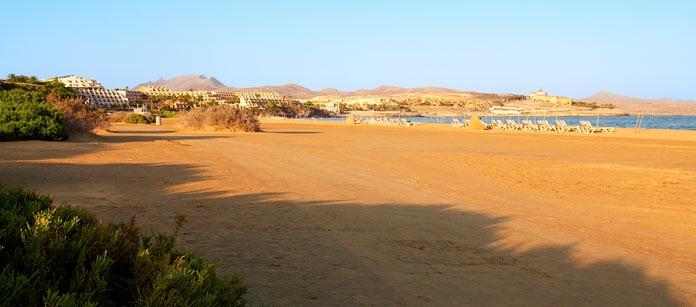 Tycker du om stränder? Ja då är Costa Calma på Fuertenventura rätt resa för dig! Här finns två kilometer gyllene sandstränder. I övrigt är orten som ligger på Fuerteventuras sydkust stillsam med en lugn atmosfär. Som omväxling kan man åka iväg på en och annan utflykt runt ön.
