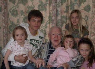 Tomlinson family picture :) cutest grandpa ever!!