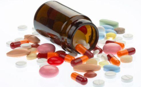 MEDICIJNEN BIJ ADHD  psychostimulantia (methylfenidaat en dexamfetamine) tricyclische antidepressiva  Clonidine