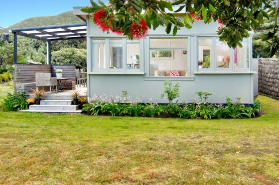 Watch the surf from this sweet little bach at Piha - seavistapiha - www.bookabach.co.nz/25620