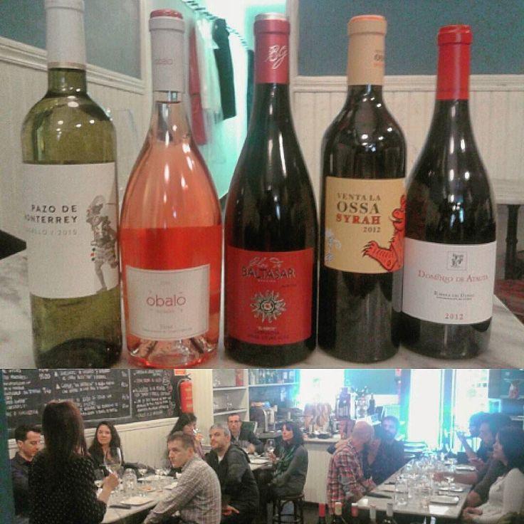 @tabernaladichosa  El sábado pasado tuvimos una cata muy interesante con la distribuidora de vinos Avanteselecta y una de sus sumilleres Beatriz García. Catamos 5 vinos de diferentes D.O. (Monterrei Rioja Calatayud La Mancha y Ribera del Duero) y variedades de uva (tempranillo godello garnacha y syrah)  y por vitacuon popular acertamos con los maridajes.  #ladichosa #masqueunataberna #vino #catadevinos #cocinacasera #gastronomia #wine #condeduque #condeduquegente #malasaña #madrid…