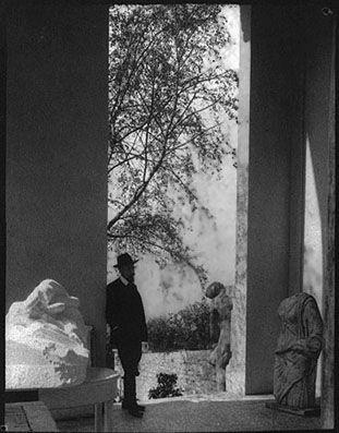 Rainer Maria Rilke, nome completo René Karl Wilhelm Johann Josef Maria Rilke ( Praga, 4 dicembre 1875 – Montreux, 29 dicembre 1926), scrittore, poeta e drammaturgo austriaco di origine boema.
