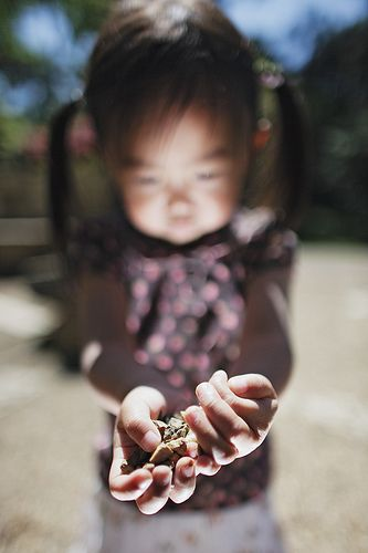 I love the way Jason Lee photographs his children...he is so creative and the shots are so interesting.