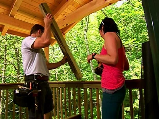From the Blog Cabin experts, here's how to screen a porch. From the experts at DIYNetwork.com.