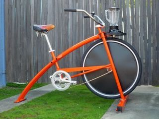 Fender Blender, a pedal powered machine used to make smoothies