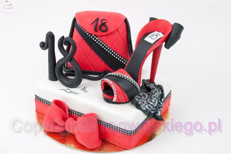 tort torebka, tort ze szpilkami, tort na 18, tort dla osiemnastki, pomysł na prezent, prezent na 18 urodziny  http://rogwojskiego.pl