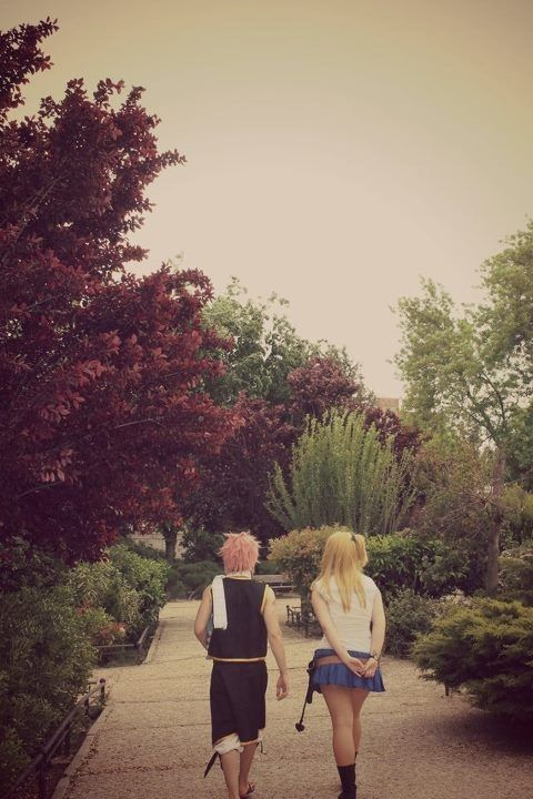 Fairy Tail: Natsu and Lucy cosplay  Excuse me while I fangirl over the NaLu moment