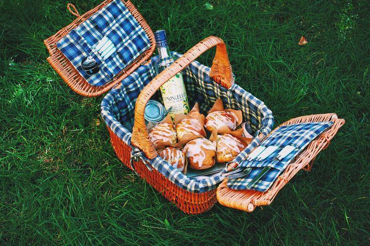 Lemon ricotta & kefir muffins with chia seeds and limoncello glaze. #homemade #lemon #ricotta #kefir #muffins #chia #seeds #limoncello #picnic #summer
