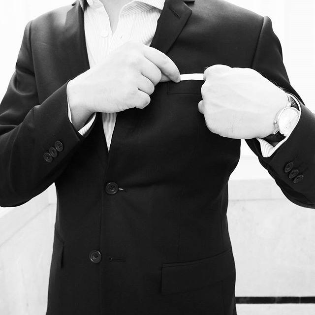 #gentlemen's #manners 04: Pocket square add an extra level of polish......... #minuteazimut #gentlemanstyle #dapper #style #menswear #timepiece #timeless #elegant #gallant #mensfashion #ins#picoftheday #time #watchaddict #watches #dailywatch #blackandwhite #instamood #instadaily #classy #gent