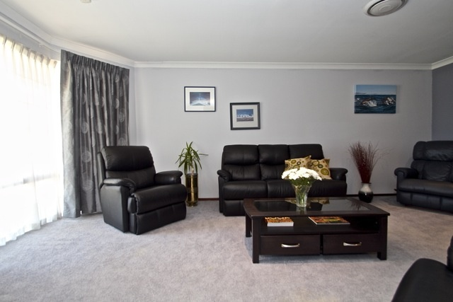 Murdoch home for sale by Peter Taliangis 0431 417 345. Lounge