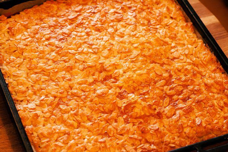 Super Lecker: selbstgemachter Butterkuchen vom Blech ohne Hefe... dafür mit viel Fett und Zucker :-) #rezepte #backen