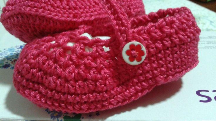 Zapatitos bebe tejidos con algodón extra brillante a crochet