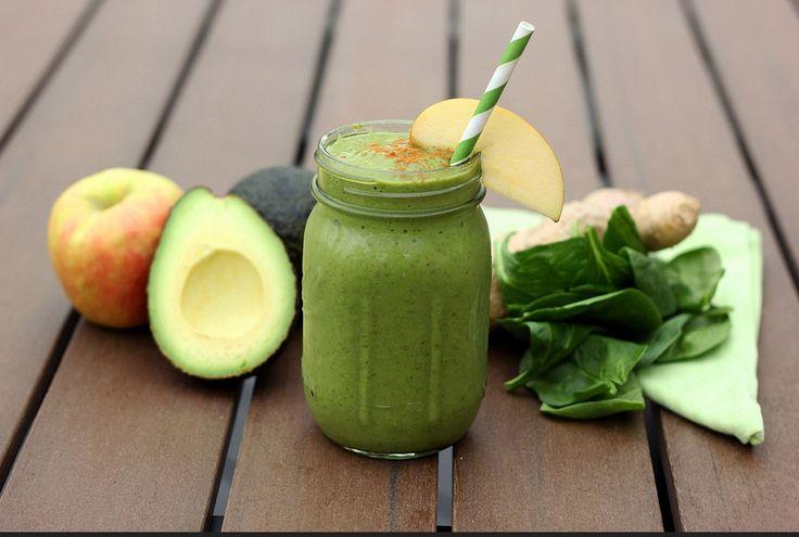 ОЧИЩАЕМ ОРГАНИЗМ ЗЕЛЕНЫМИ СМУЗИ    Овощи и фрукты зеленого цвета оказывают на наш организм лечебное воздействие. Практически все они содержат мало калорий, при этом очень богаты витаминами и минералами.  Вдобавок ко всему зеленые овощи и фрукты прекрасно очищают наш организм. Именно они улучшают обмен веществ. Их рекомендуют при детоксикации организма.    Делимся с вами идеями смузи из зеленых продуктов. Такие напитки можно употреблять на завтрак, обед и ужин. Все они готовятся очень просто…