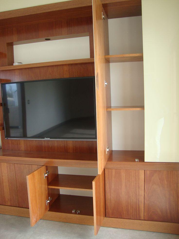 Muebles a medida. Mueble madera lustrado. Playroom