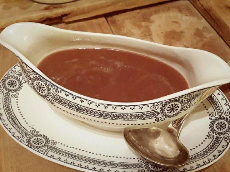 Romige Portsaus -Deze portsaus is heerlijk bij bijvoorbeeld wild of een biefstuk en kan je al enkele uren vooraf klaar maken. Een goed basisrecept.