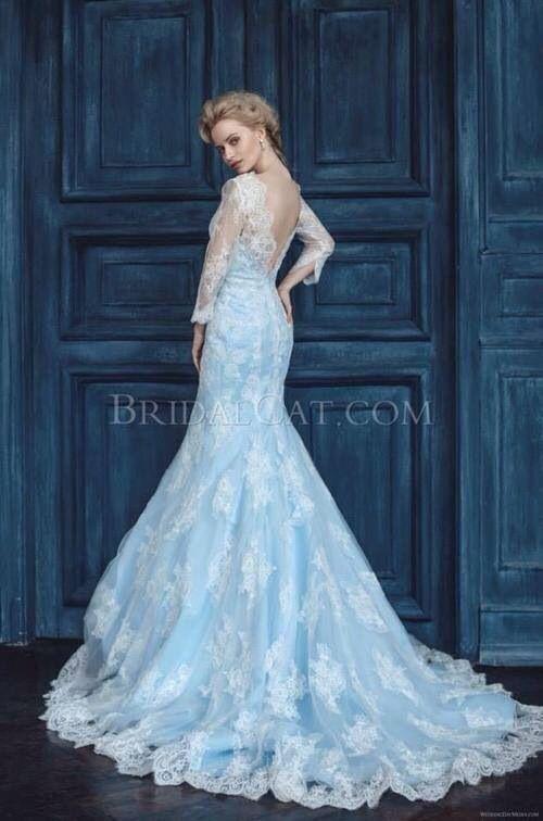 お色直しに、こんなカラードレスを着てみたいです。レーシーな裾が素敵!
