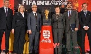 http://wjakwarszawa.info/2014/03/puchar-mistrzostw-swiata-w-pilce-noznej-juz-w-warszawie/  Puchar Mistrzostw Świata w Piłce Nożnej już w Warszawie!
