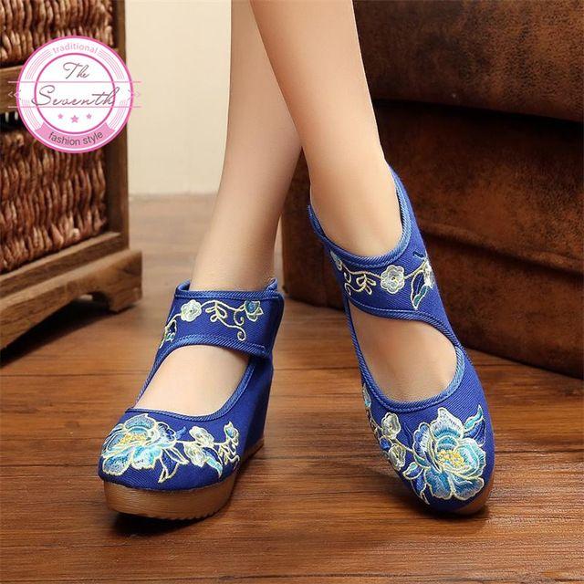 Nuevas Flores de Color Beige Zapatos de Las Mujeres del Estilo Chino Noble Bordado 5 cm Bombas Mary Janes Dentro Aumento Suave Suela de Zapatos de Tela mujer