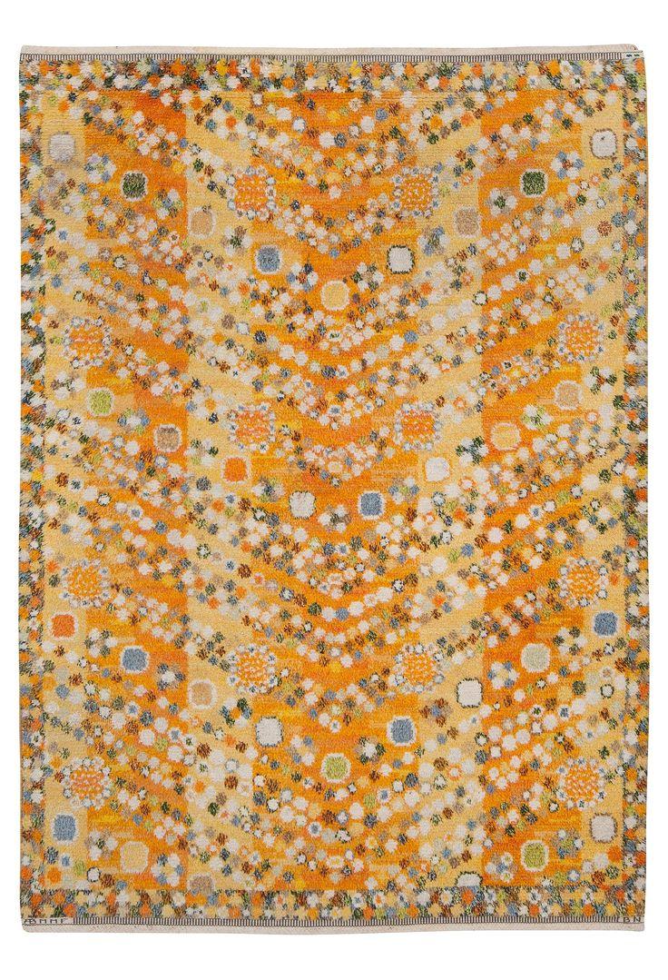 """MATTA. """"VIOLETTA GUL"""". Tät rya. 215 x 152,5 cm. Signerad AB MMF BN. (AB Märta Måås-Fjetterström, Barbro Nilsson). Komponerad 1961."""