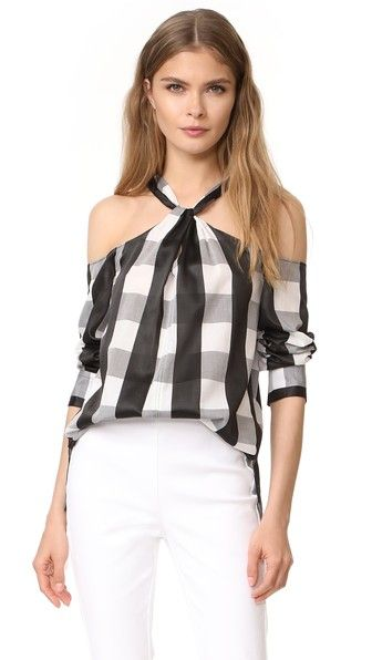 ¡Consigue este tipo de top básico de RAG & BONE ahora! Haz clic para ver los detalles. Envíos gratis a toda España. Rag & Bone Colingwood Top: Two-tone checks bring bold style to this open-shoulder Rag & Bone blouse. A knot accents the front keyhole. 3/4 sleeves with buttoned cuffs. Fabric: Lightweight weave. 69% cotton/31% viscose. Dry clean. Made in the USA. Imported materials. Measurements Length: 26in / 66cm, from shoulder Measurements from size S (top básico, basic, basico, basica, ...