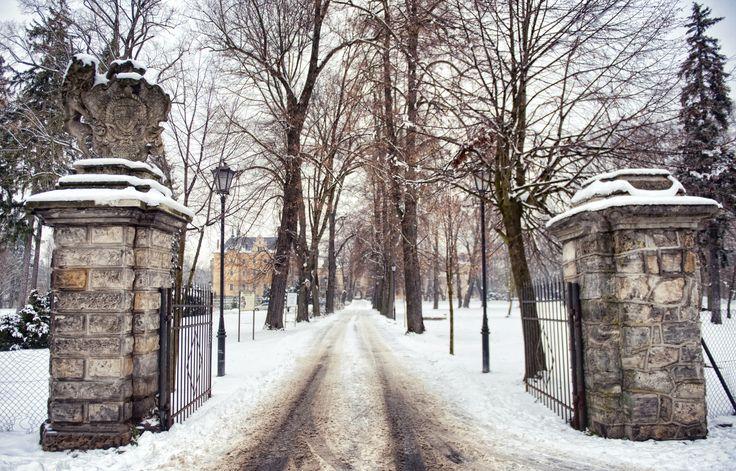 The gates of Kliczkow Castle in wintertime. Lower Silesia, Poland.
