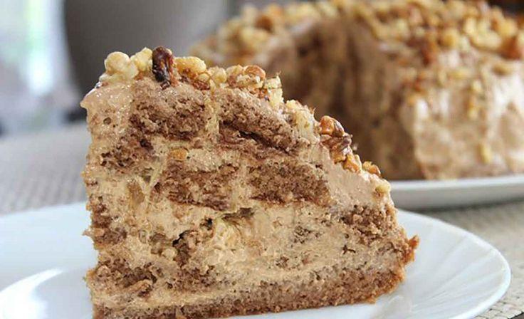 Ha valamilyen különleges alkalomra készülsz, vagy egyszerűen csak szeretnél egy finom süteményt a családi asztalra, akkor készítsd el ezt a fenséges diós tortát. Hozzávalók a tésztához: 4 db tojás, 100 g vaj, 150 g cukor, 150 g liszt, 1 kiskanál sütőpor, 2 evőkanál kakaó Hozzávalók a krémhez: 200 g sűrített[...]