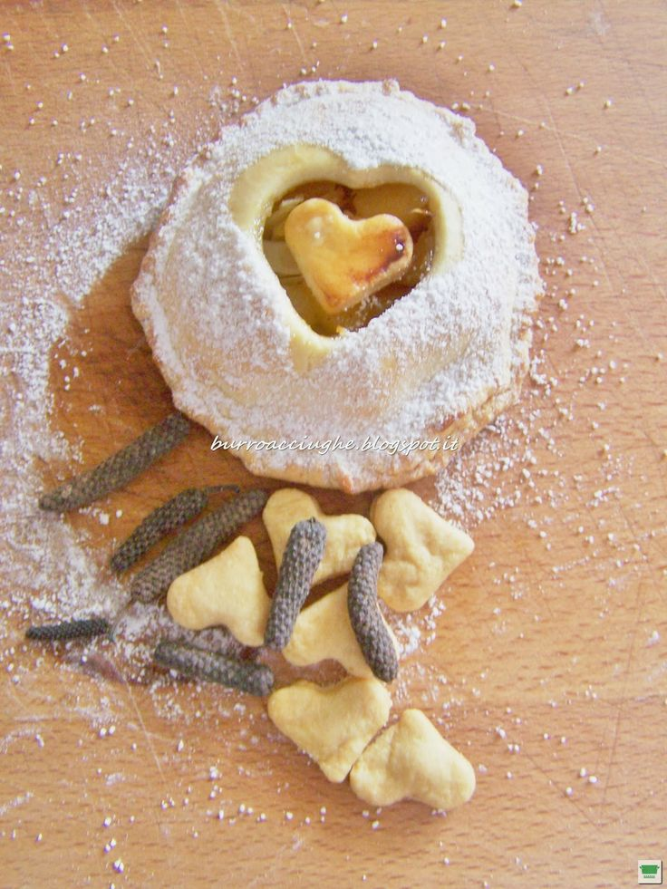 Tortini di mele e mandorle al pepe lungo/ Appel&almond spicy tart
