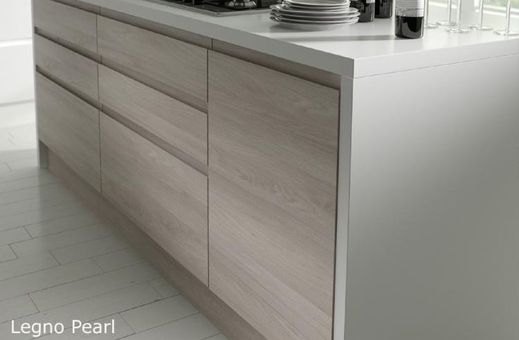 Legno 39 pearl 39 handleless wood grain effect kitchen doors for White wood grain kitchen cabinets