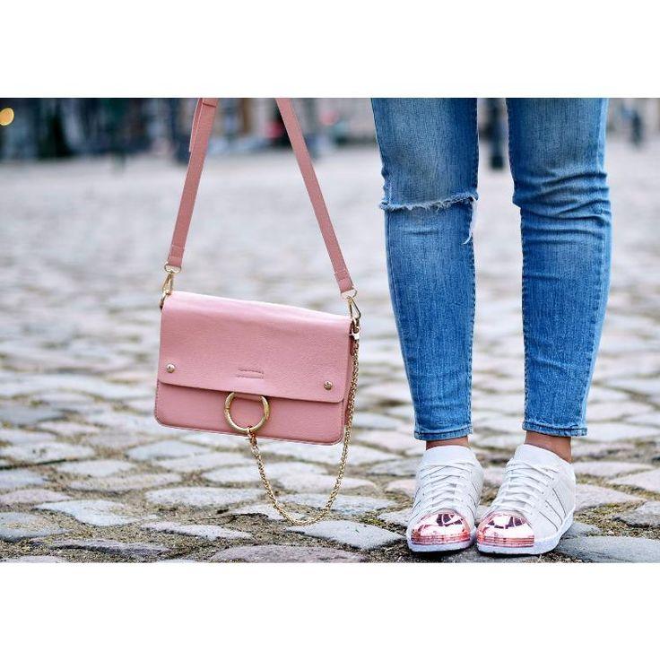 rosa chloe faye lookalike bag & adidas superstar sneaker by Aline Kaplan