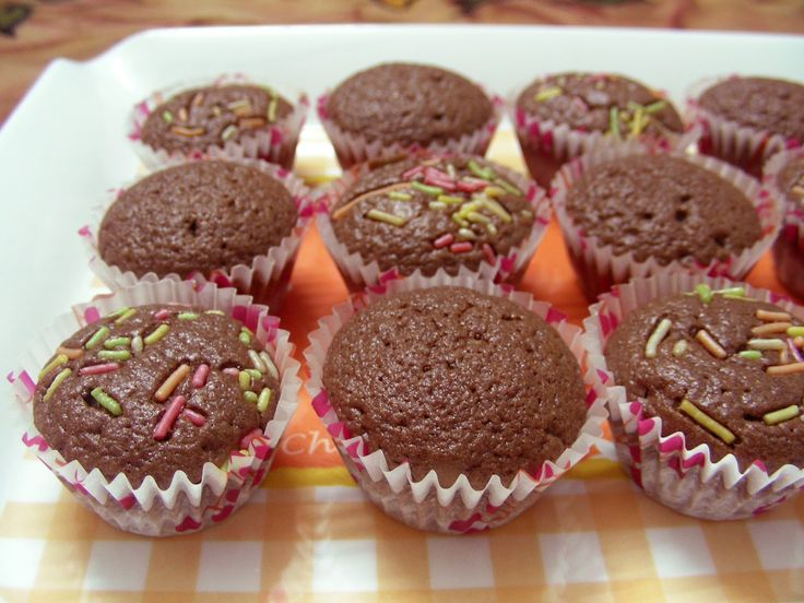 Κολασμένα κεκάκια με πλούσια σοκολάτα πλαρίνας φουντουκιού (Μερέντα ή Νουτέλα), τα οποία μπορείτε να φτιάξετε μέσα σε ελάχιστο χρονικό διάστημα, χρησιμοποι