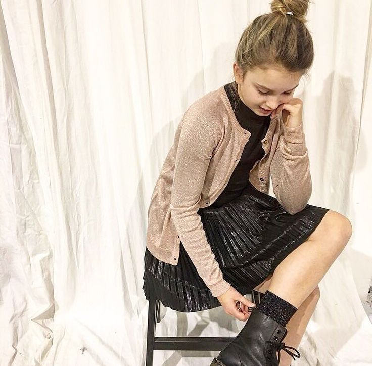 """Mi piace"": 51, commenti: 1 - Lemonade (@lemonade.kidsfashion) su Instagram: ""Christmas party proof in haar outfit!✨🎄 #kerstkleding #teenfashion #glitters #💕#kidsfashion…"""