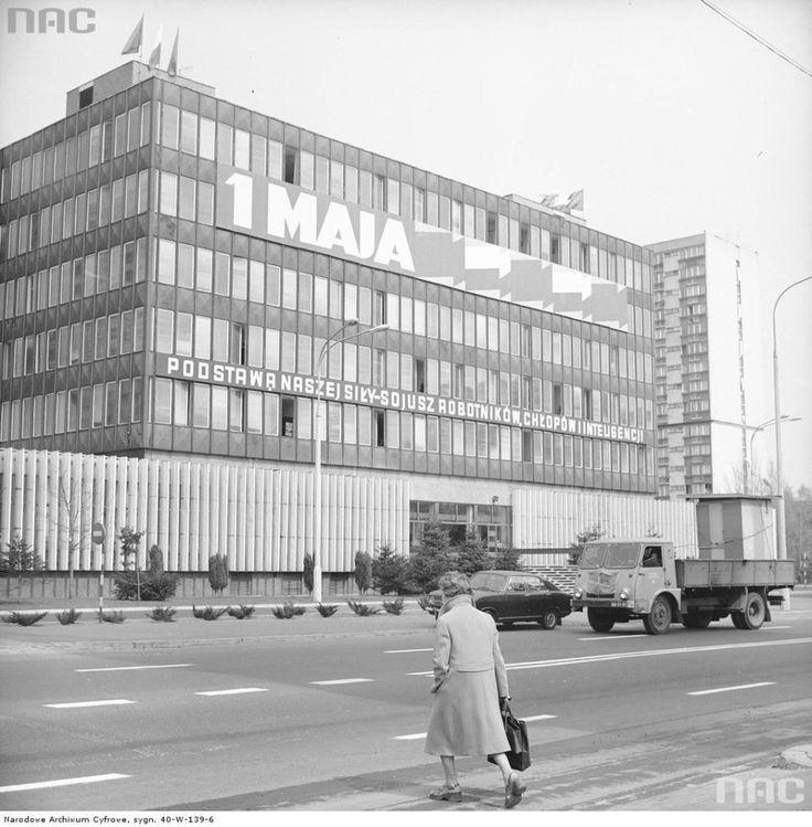 Zdjęcie numer 2 w galerii - Warszawa w latach 70. Pochody, czyny społeczne, neony [GALERIA]