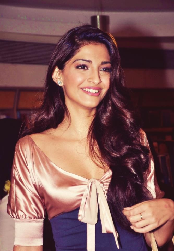 Sonam Kapoor  Beautiful - Sonam Kapoor  Sonam Kapoor Hairstyles, Bollywood Hairstyles, Sonam Kapoor-6241