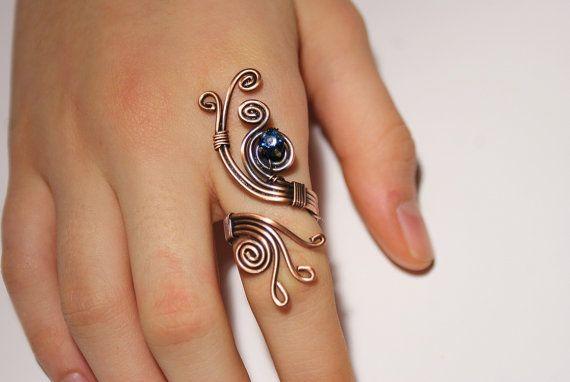 filo di rame con filo anello di pietra di cristallo blu navy avvolto gioielli filo di rame fatti a mano gioielli filo avvolto anello fatto a mano  Questo anello è fondamentalmente regolabile e si adatta praticamente qualsiasi dito di dimensione. Il mio anello viene ridimensionato per adattarsi maggior parte dito qualsiasi dimensione regolabile  Vuoi vedere più elementi dal mio negozio * * * Collana: http://etsy.me/1W39o5m Anello: http://etsy.me/1PDr8zf Monili del...