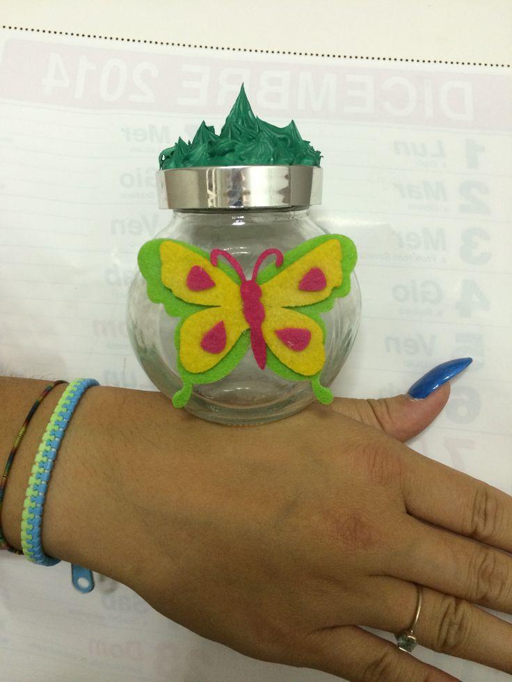 Vaso con farfalla e fimo verde