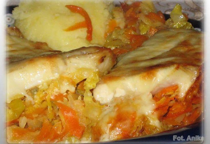 Ryba na warzywach z piekarnika - Przepis - Fooder.pl - Twoje wszystkie ulubione przepisy w jednym miejscu!