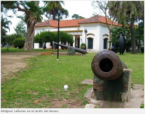 Museo Histórico de Buenos Aires Cornelio de Saavedra, Parque General Paz, Buenos Aires. Exhibe objetos de la vida cotidiana y acontecimientos políticos y sociales del siglo XIX. Inaugurado en 1921 como Museo Municipal. En 1941 se destinó la chacra que pertenecía al sobrino de Cornelio de Saavedra como sede de un nuevo museo que se llamaría como el presidente de la Primera Junta. En 1947 el museo Saavedra fue fusionado con el Museo Municipal y la sede modificada y ampliada en 1955.
