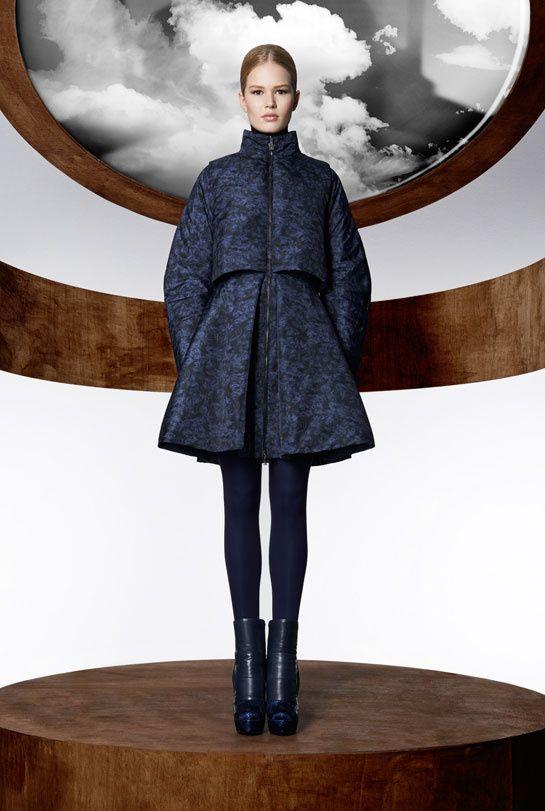 La collection Moncler M par Mary Katrantzou, disponible à partir du mois d'août dans les boutique Moncler à travers le monde