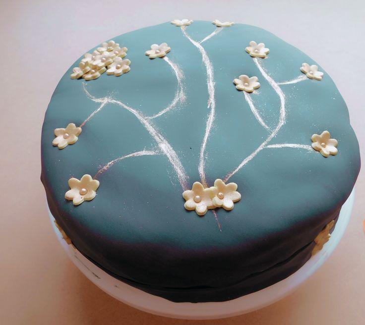 Torta combinada - Vainilla y chocolate -, rellena con chocolate, ideal para 25 a 30 personas