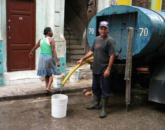 https://flic.kr/p/bBWktC | Citerne d'eau à La Havane
