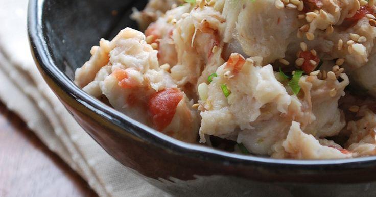 里芋を蒸して混ぜるだけの簡単サラダ。 梅風味でさっぱり。 お酒にもご飯にも合います♡