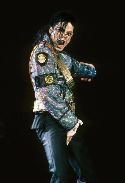 """ポップ界のキング、Michael Jackson(マイケル・ジャクソン)。しかし、彼も生まれながらの""""キング・オブ・ポップ""""ではなかったのです。誰よりも努力を重ね、何事にも完全燃焼だったマイケルの名言をご紹介いたします。"""