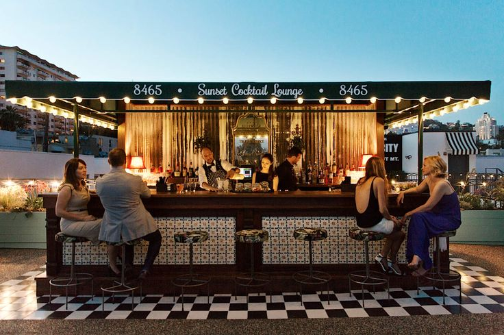 Sunset Cocktail Lounge above Palihouse, Los Angeles - The 18 Best Rooftop Hangouts in Los Angeles