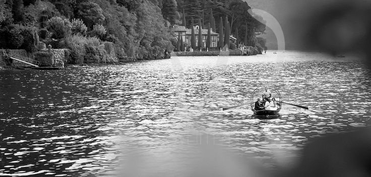 The traditional boat on Lake Como for the newly wed arrival in Villa Monastero.