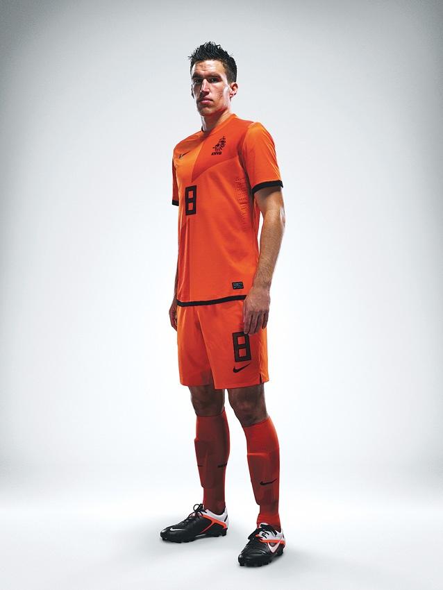 Functioneel kleurgebruik: voetbalspelers, tenue in de kleuren van het land.